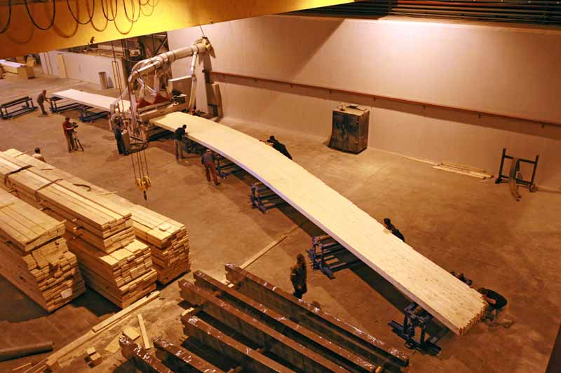 Процесс производства большепролетных конструкций.