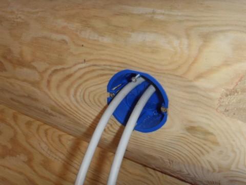 Провода, выведенные для установки розетки