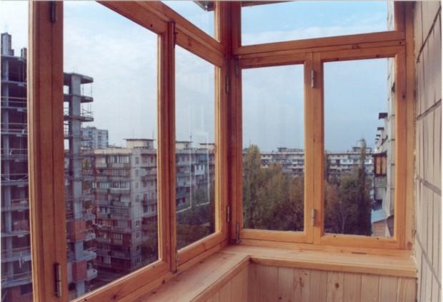 Рамы на балконе могут быть двойными или с одним стеклом