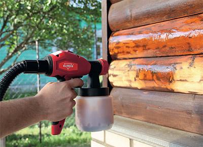 Распыление лака с помощью пульверизатора