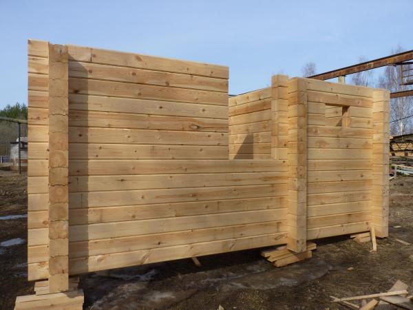 Рассмотрим основные этапы строительства дома из профилированного бруса.