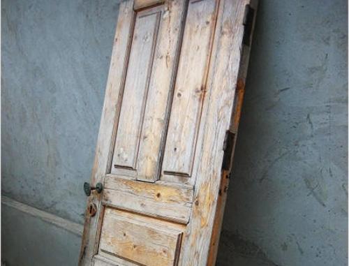 Рассохшиеся деревянные двери: необработанные поверхности довольно быстро выходят из строя