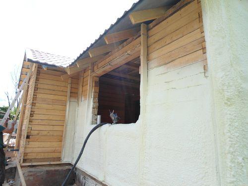 Раздумываете, чем утеплить дом из бруса снаружи? Выбирайте пенополиуретан