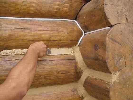 Разравнивается состав шпателем удобной ширины