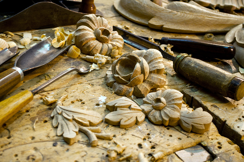 Резьба по дереву – это искусство, которое позволяет создавать шедевры из безликого бруска древесины