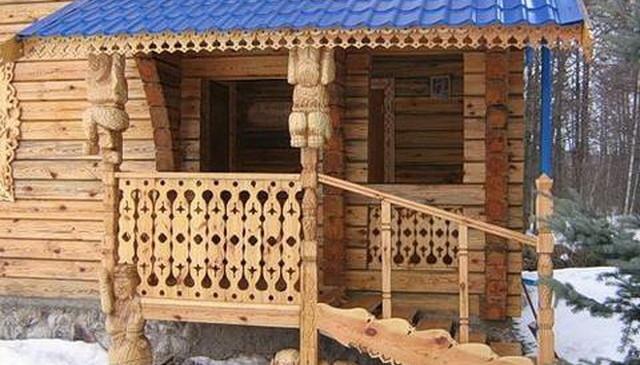 Резное деревянное крыльцо