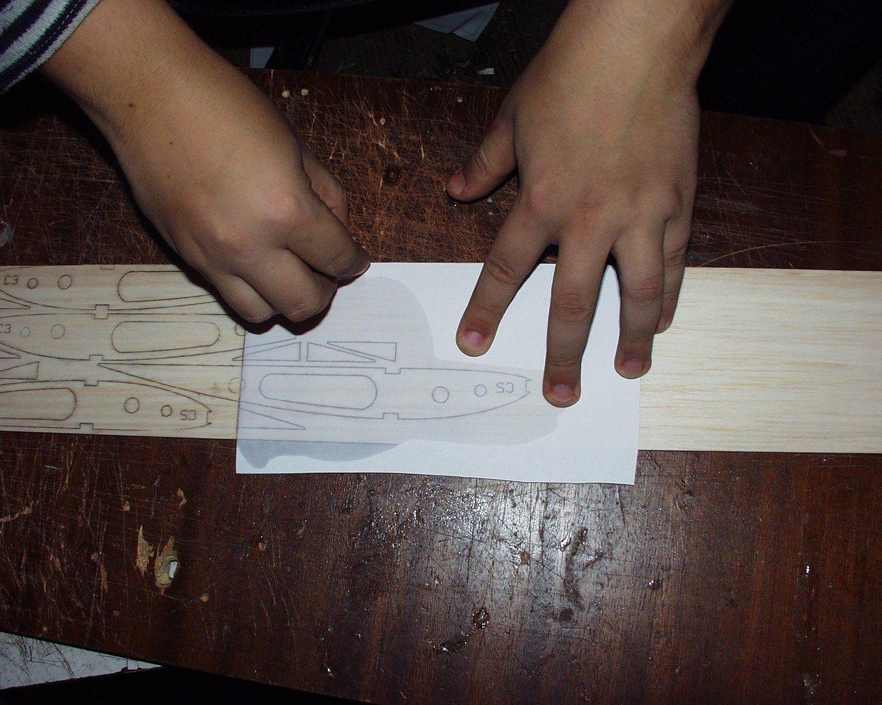 Рисунок следует в точности перенести на лист фанеры.