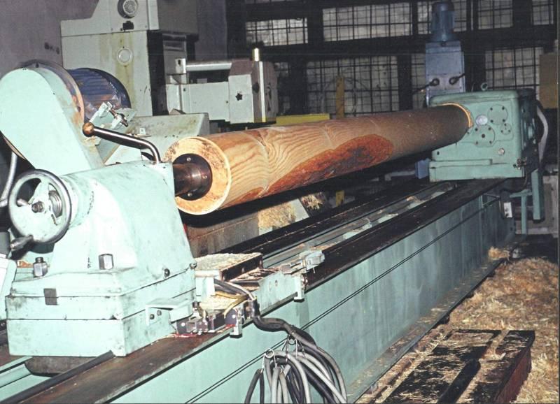 Самодельный станок для оцилиндровки бревен из токарно-винторезного