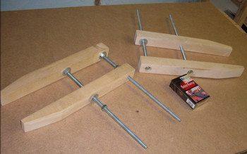 Сделать деревянные струбцины своими руками несложно, если в наличии есть все требуемое