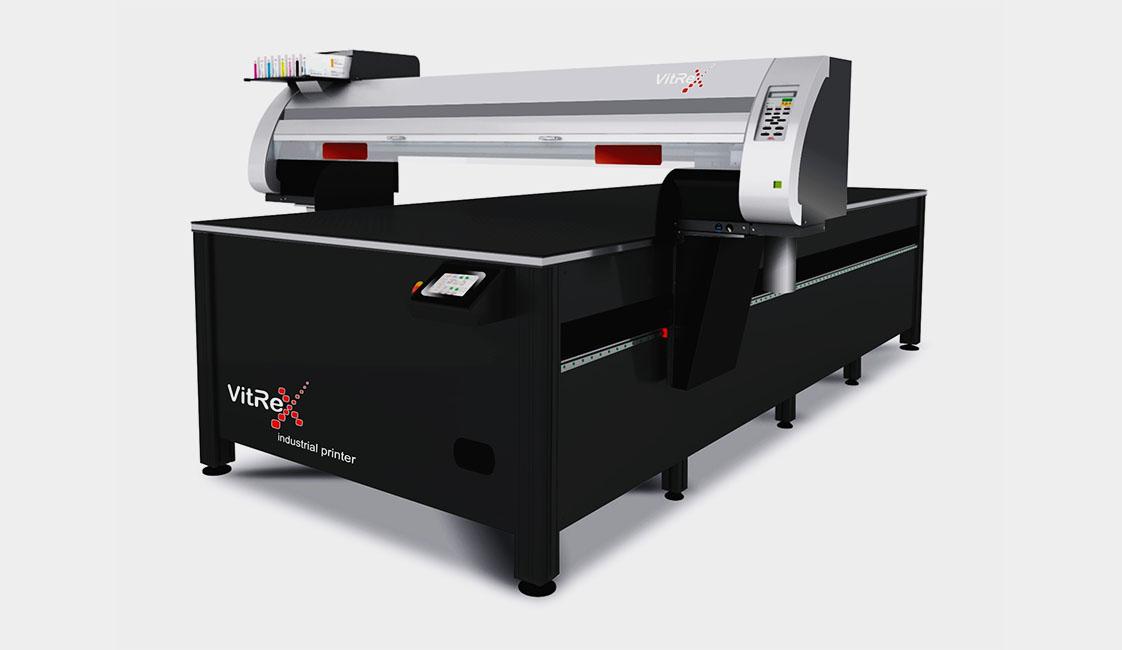 Широкоформатный профессиональный принтер для печати на жестких материалах.