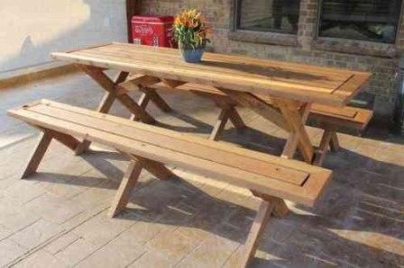 Скамейки и стол для проведения застолья на свежем воздухе