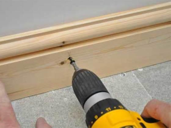 Сквозное крепление деревянной планки.