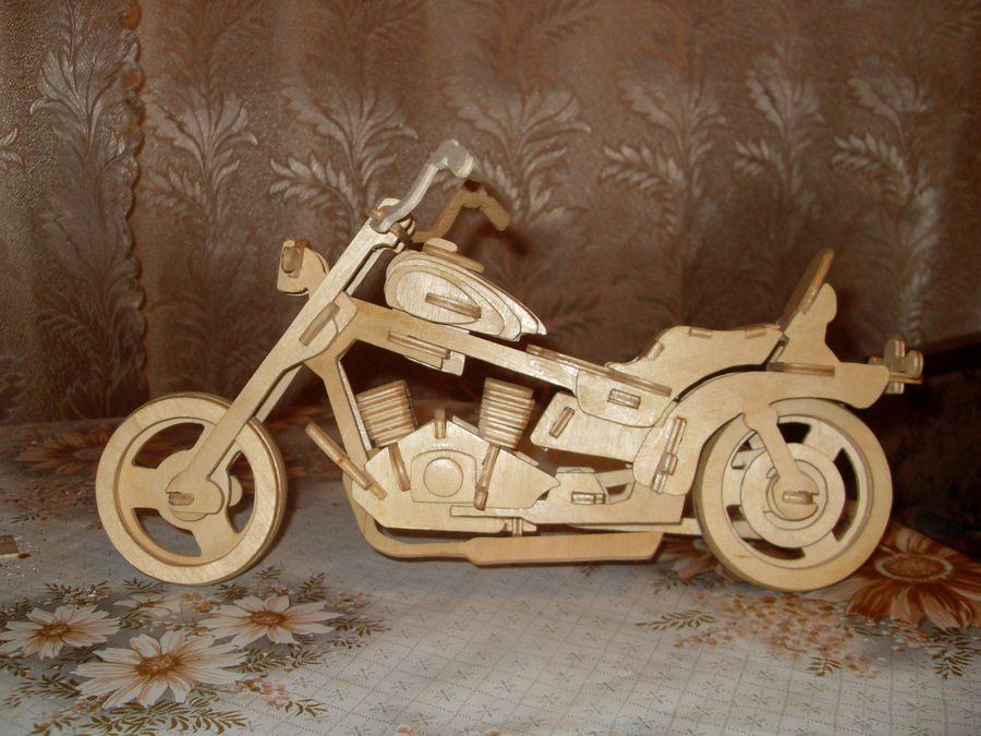 Собранная модель мотоцикла после лакировки