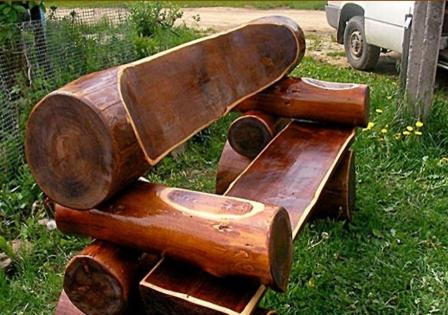 Солидная мебель для дачи из массива дерева