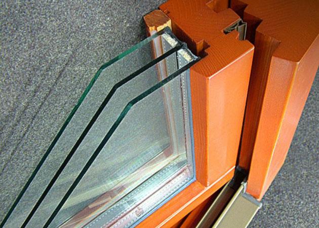 Современные окна подобного типа изготавливают из клееных материалов, что усиливает их защиту от влаги и холода
