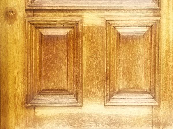 Как отреставрировать старую межкомнатную дверь своими