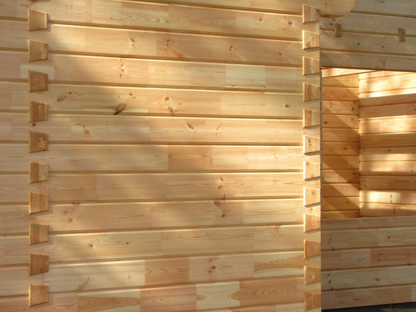Стены из клееного бруса требуют минимальной обработки.