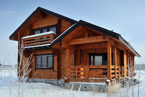 Стены из профилированного бруса прекрасно защищают от зимнего холода
