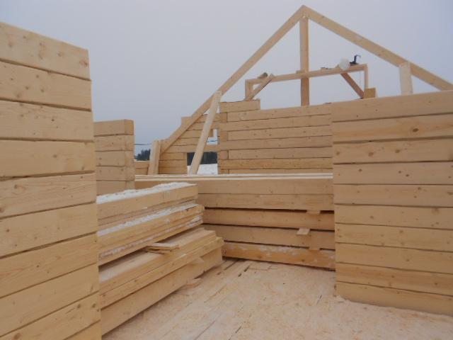 Строганный брус 100 на 100 на 6000 в строительстве загородного дома
