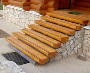 Ступени, уложенные на бетонном основании
