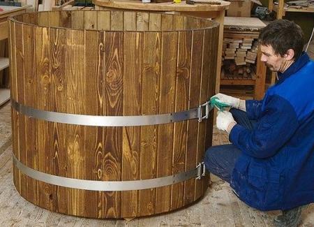 Стяжка конструкции металлическим бандажом – это завершающий этап сборки.