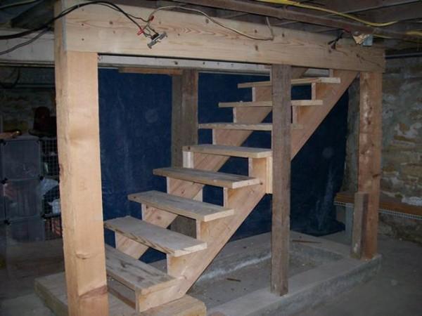 Своими силами вы может сделать надежную лестницу в подвал