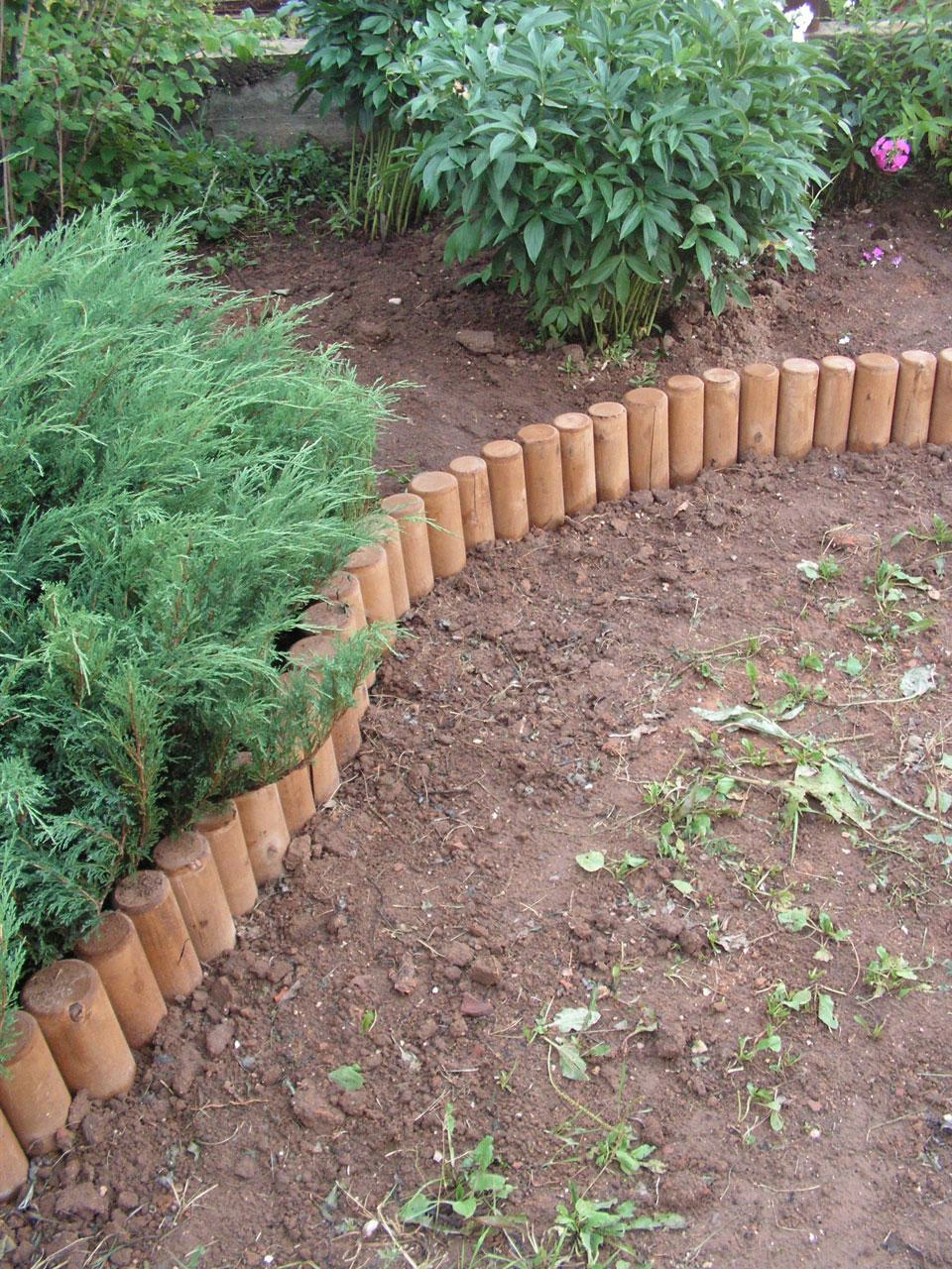 Так можно отделить огород от цветника.