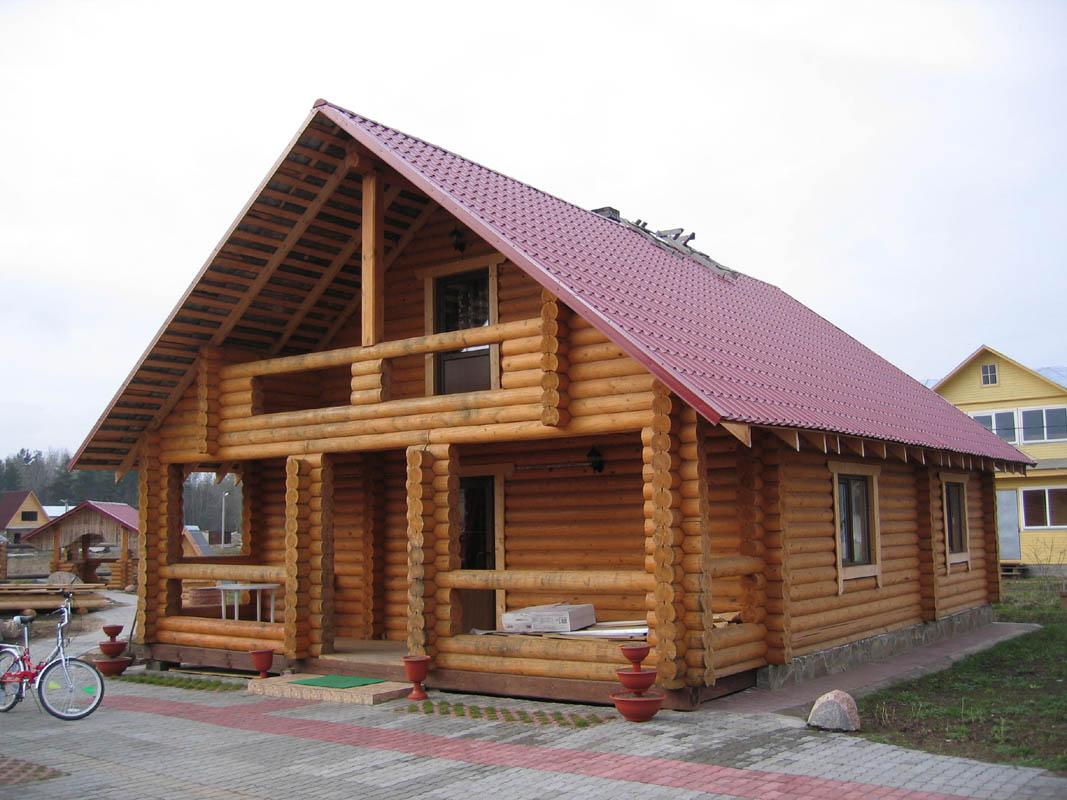 Типовой загородный дом из оцилиндрованного бревна