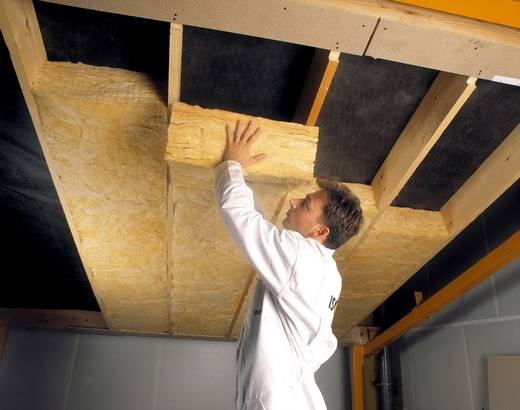 Толщина слоя должна быть достаточной для надежной защиты помещения от холода даже при весьма низких температурах
