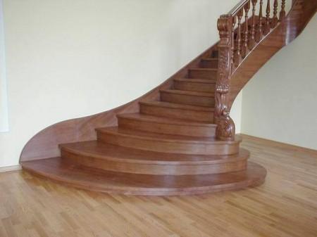 Тонированная лестница.