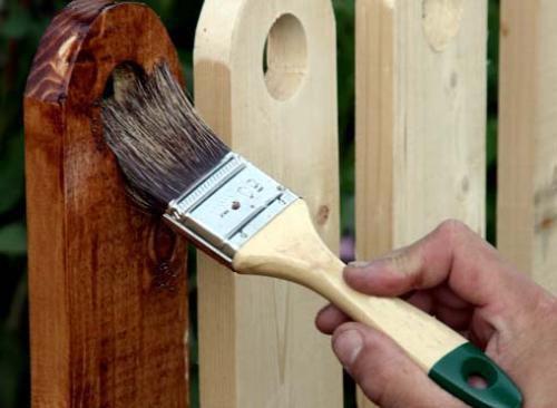 Тонирующая пропитка для дерева не только защищает, но и украшает изделия.
