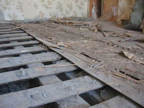 Удаление старого дощатого покрытия
