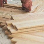 Укладка паркетной доски на бетонный пол: видео-инструкция по монтажу своими руками, особенности установки террасных изделий на основание из бетона, стяжку, чем крепить парапет к газобетону, технология, цена, фото