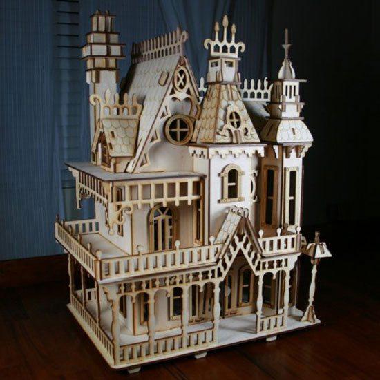 Уникальный игрушечный замок из фанеры