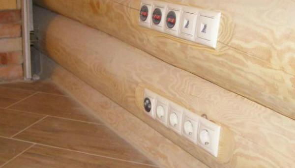 Установка розеток в деревянном доме