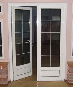 В отличие от деревянных дверных блоков, пластиковые необходимо выбирать по ГОСТу 30970 2002