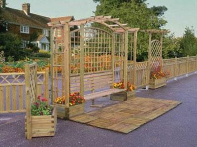 В сочетании со скамейкой арка станет излюбленным местом для отдыха вашей семьи