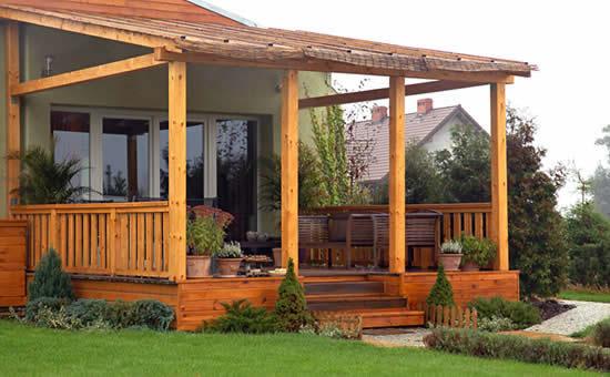 Важно и то, что конструкция из бруса отлично подходит для любых типов строений из любых материалов
