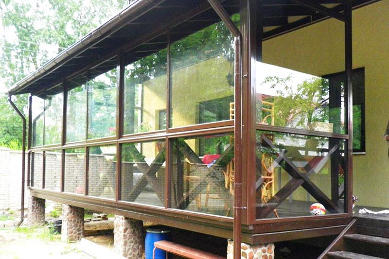 Веранда из дерева и стекла