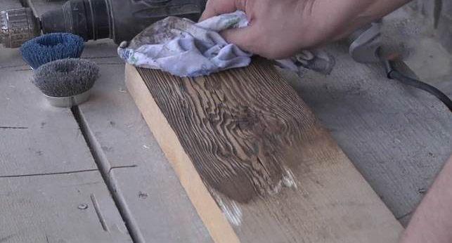 Верхний слой вытираем тряпкой.