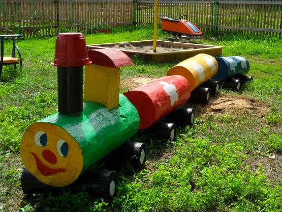 Веселый детский паровозик
