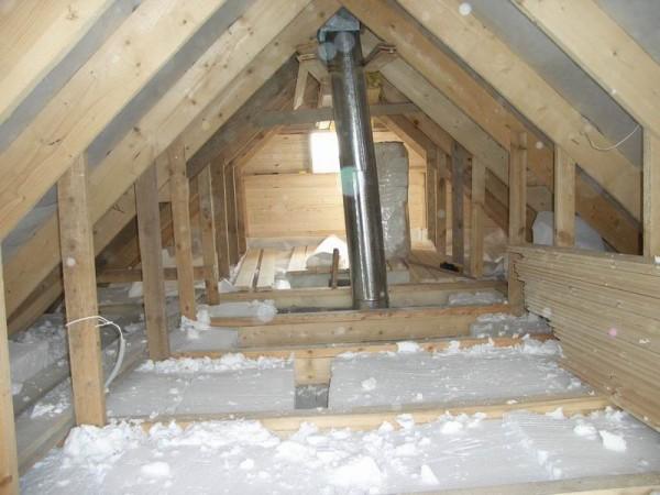 Вид на потолочное перекрытие со стороны чердака.
