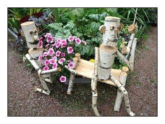 Вместо садового гнома сгодятся и такие «деревянные человечки»