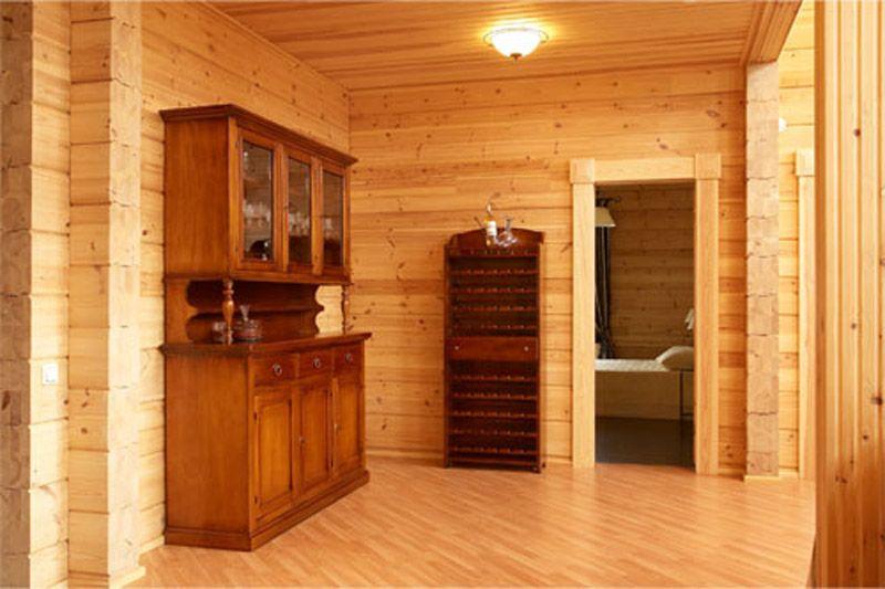 Внутреннее убранство деревянного дома не оставит вас равнодушным.