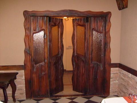 Внутренние двери из массива.