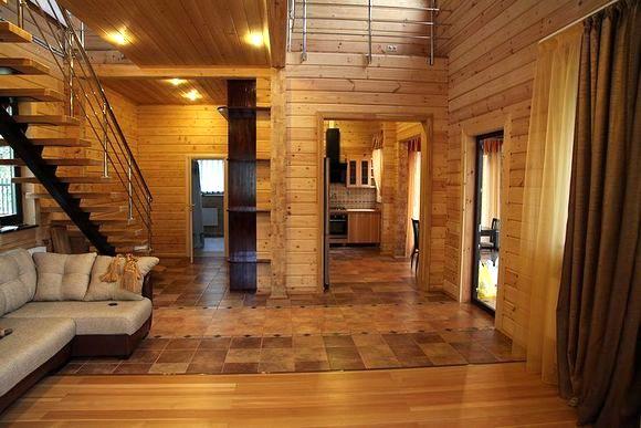 Внутренняя отделка деревянного строения может быть любой, здесь – только ваше желание