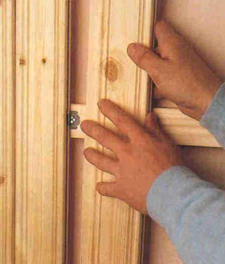 Внутренняя отделка дома из газобетона деревом также выполняется с применением кляймеров