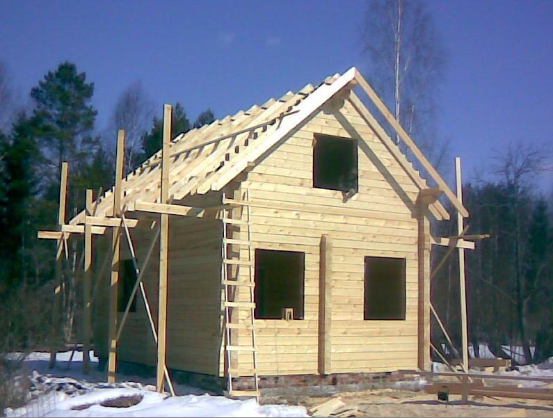 Возведение постройки из бруса естественной влажности