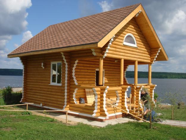 Возведённый дом из брёвен