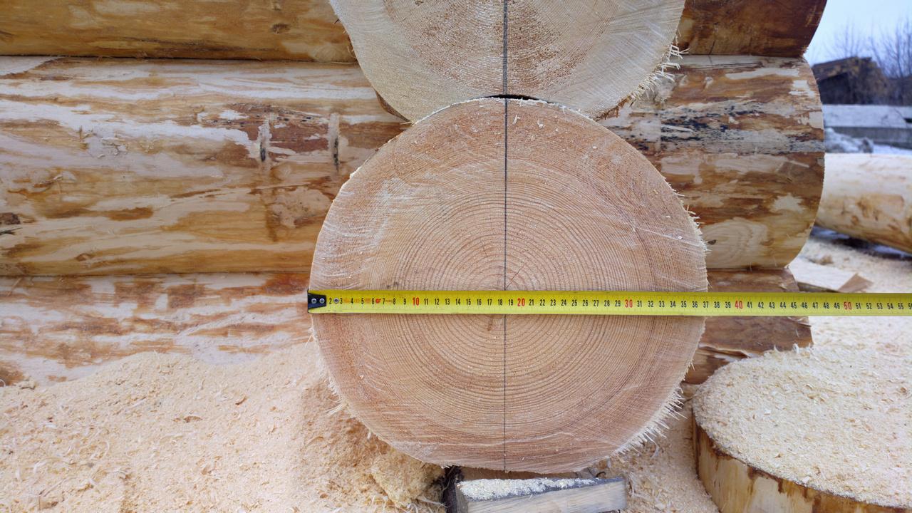 Выбрав определенный диаметр кругляка, будьте готовы к тому, что сечение может отличаться на изделиях вплоть до 3-4 см